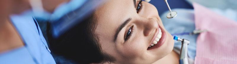 Zahnprophylaxe durch eine professionelle Zahnreinigung
