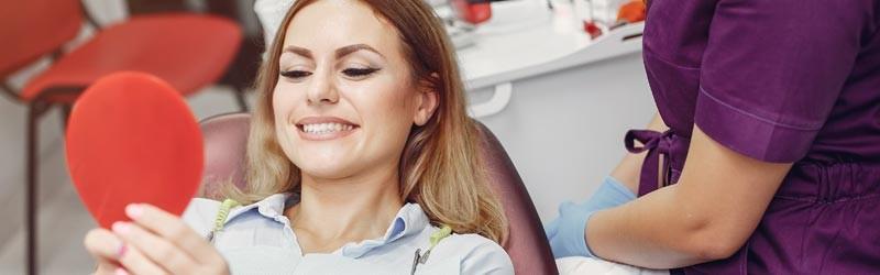 Ästhetische Zahnkrone für ein einheitliches Gesamtbild