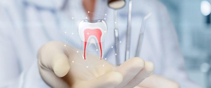 Eine Wurzelkanalbehandlung kann einen Zahn retten.